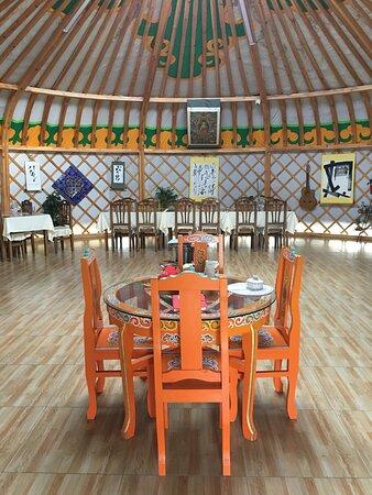 Yourte Restaurant à Anja Camp  -  éco projet.