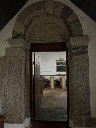 Sydlige indgangsdør med portal