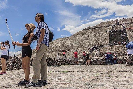 Shrine of Guadalupe og Teotihuacan i...