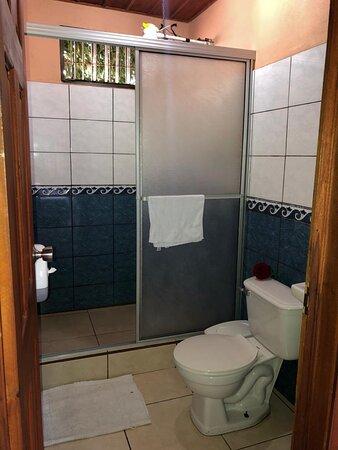 Private bathroom - Baño privado