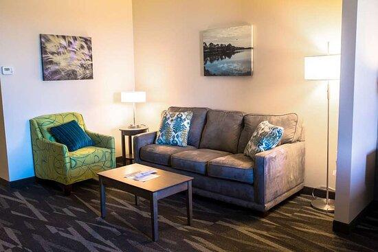 Centralia, IL: Bridal Suite Sitting