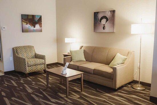Centralia, IL: Suite Sitting Area