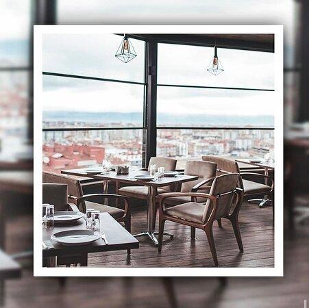 Panoramik şehir manzarası eşliğinde sizleri ve sevdiklerinizi ağırlamaktan memnuniyet duyacağız.