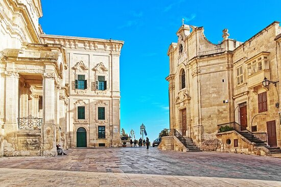 Malta Shore Excursion: Private Tour of Historic Palaces and Noble...
