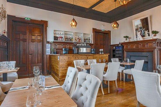 Salle de Restaurant vue sur bar