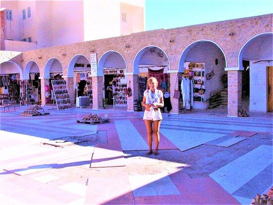 Tataouine Cheneni 1 day visit: La grande place de Tataouine