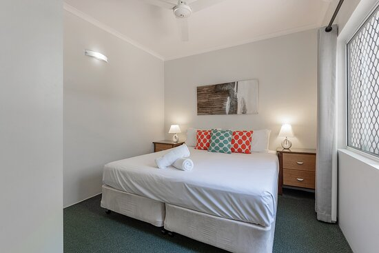 Downstairs bedroom (king bed option)