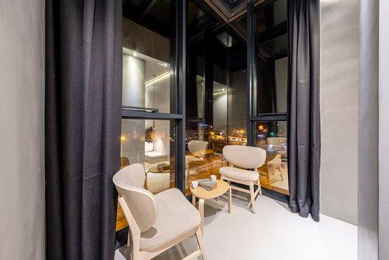 Doğada var olan yaşam enerjisini, yaşanılan mekanlarda harekete geçirme yöntemleriyle 42 oda tasarlayarak, doğanın bize sunduğu en güzel armağanlardan biri olan ahşap uygulamalarımız ile kendinizi daima pozitif hissedeceğiniz ortam oluşturduk. - Ảnh về AG Hotels Antalya - Tripadvisor
