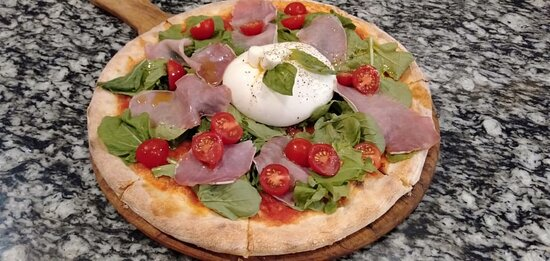 Pizza with burrata and extra topping raw ham