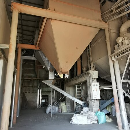 Dongshi, Chiayi County: Visitors can try all kinds of peanut products for free here and see how peanuts are processed at Yu Shuen Feng (余順豐) Peanut Tourism Factory.