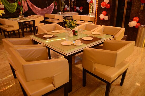 Auraiya District, India: Luxary Restaurant Plus