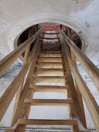 Лестница на следующий этаж.