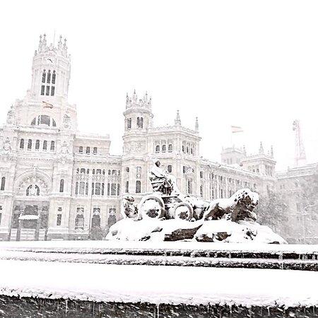 Plaza, Fuente y Palacio de Cibeles, nevado 9 enero 2021.