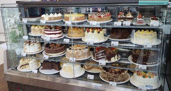 Possuímos um mix com mais de 20 sabores de tortas e sobremesas. Venha nos visitar!!!