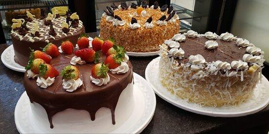 Mix de tortas: Chocolate. Olho de Sogra, Síria e Morango Mista