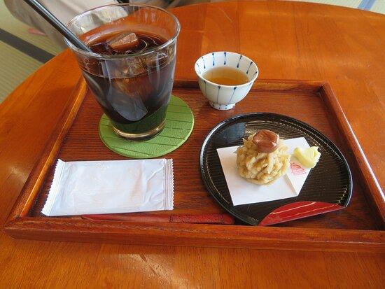 喫茶きはるの和菓子(栗きんとん)