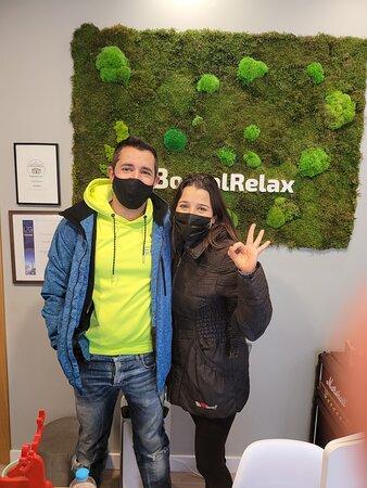 Raúl y Natalia nos han visitado para canjear una de sus tarjetas regalo 3x2, promoción de Navidad