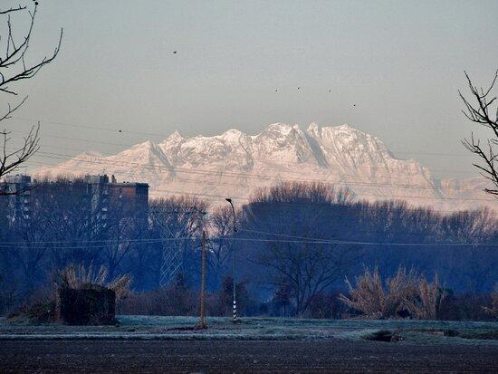 Milan, Italy: Il Monte Rosa dalla pista ciclopedonale
