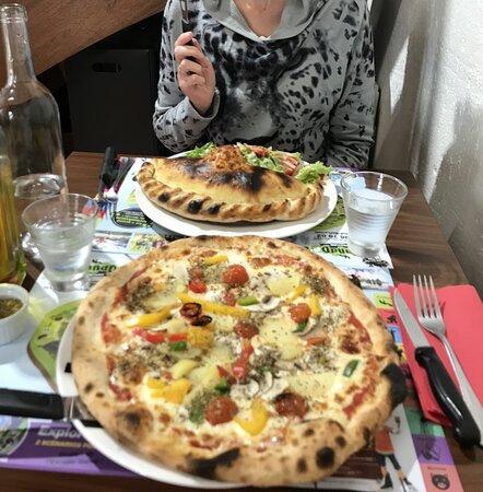 L'Aiguillon-sur-Mer, France : pizza végétarienne et calzone