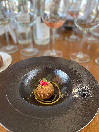 Cortesia del chef: croqueta de trucha con frambuesa y mora