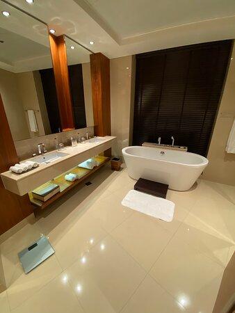 Amazing Stay At The JW Marriott Dubai! WOW!