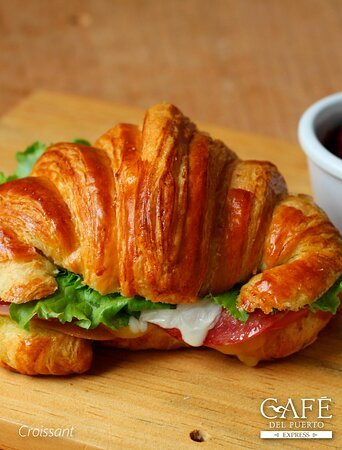 Prueba nuestras diversas combinaciones de Croissant y acompañalo con un delicioso café.