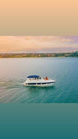 Os melhores passeios de lancha no Lago Paranoa!
