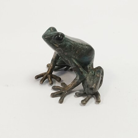 Tree Frog bronze by John Noble-Milner. John's equisititely scuplted little frogs always attract attention in the gallery.