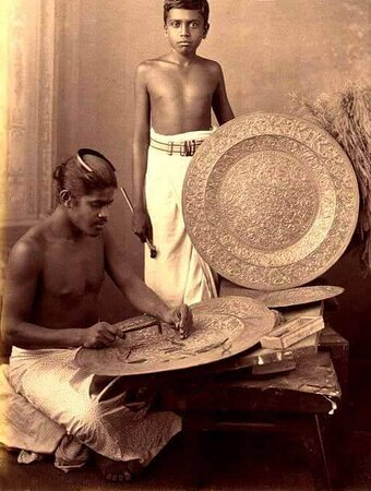 Handicrafts – Handicrafts available in Sri Lanka include wood carving, silverware, brass castings, ceramic ware, bamboo products, pottery, batiks, lace works, cane works, costume jewelry, lacquerware, wooden masks, coir goods, handlooms, and ivory products.