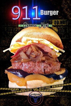 Carnage Pub - Menù - 911 Burger  Soffice Bun Salsa alla Birra Homemade Melanzane Grigliate Hamburger di Scottona 200gr Cipolle Caramellate Mortadella Piastrata Formaggio Sbirro