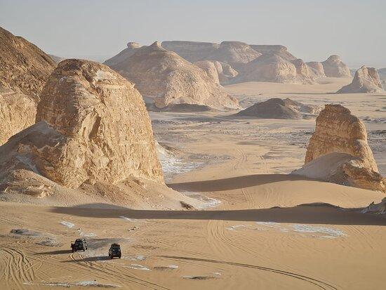 2 day Trip To Bahariya Oasis White Desert From Cairo: Entering the white desert.