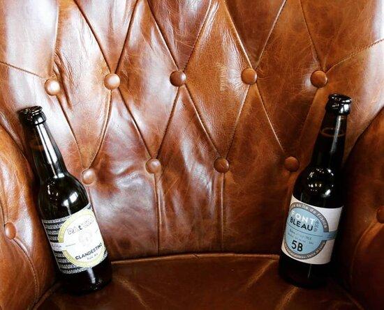 Venez boire une petite bière entre amis après votre partie de lancer de haches ou votre partie de billard ! 🍻⛏️🎱  Nos bières sont artisanales !