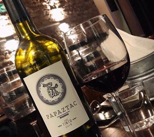 te invitamos a que sigas a nuestros amigos de @papaztac!! ⁉️Qué pasa cuando se une el humor con el vino mexicano⁉️ ... y si, puedes encontrar estos deliciosos vinos en nuestra barra! ➡️Búscanos a través de @meitre.mx @revegomx y Whatsapp +52 55 7540 4619