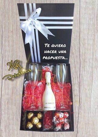 Regalos en Tenerife, vino, bombones, rosas, día de san Valentín