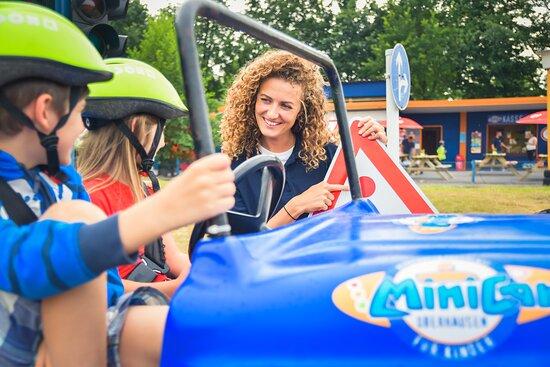 An bestimmten Tagen finden bei Minicar Oberhausen auch die beliebten Kinderführerscheinkurse statt. Nach einem kleinen Theorieunterricht geht es an die Praxis und zu guter Letzt erhält jedes Kind seinen Führerschein mit Foto!