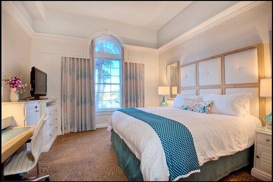 Grand King Guestroom