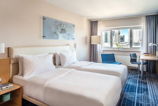 Twin / Twin Superior Skyline Guest Room