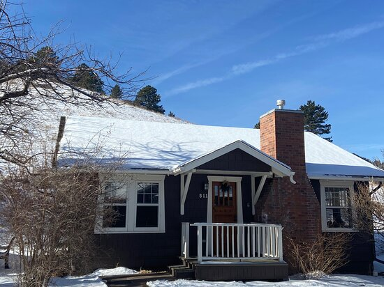 Cottage - literally on the Flatirons mountains - winter