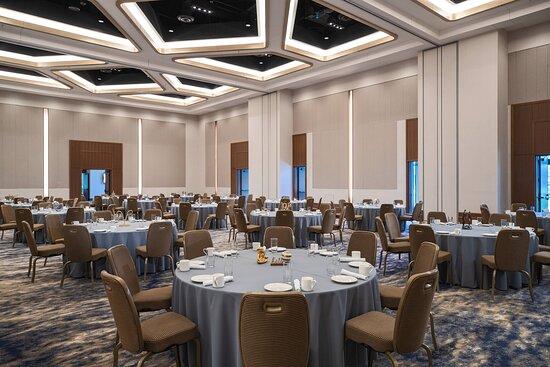 Peninsula Meeting Room - Social Setup