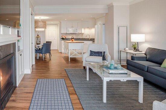 One-Bedroom Marina Suite - Living Area
