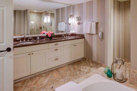 One-Bedroom Marina Suite - Master Bathroom