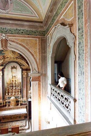 Este local foi reconstruído após o terremoto de 1755, e ganhou o nome de Palácio Angeja-Palmela.