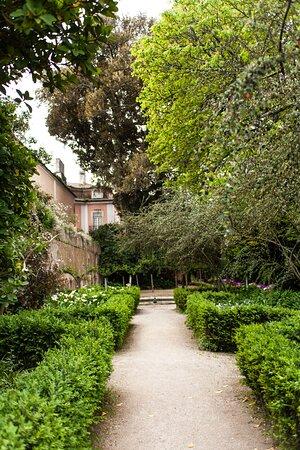Também datado do século 18, o parque botânico é um lindíssimo espaço a céu aberto, com arquitetura tradicional.