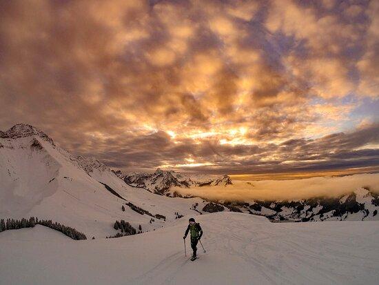 """Swiss Alps, Thụy Sỹ: """"Es ist eine lustige Sache! Wenn Du Schneeschuhlaufen magst, wirst Du mit den Crossblades einen einfacheren Aufstieg und lustigere Abfahrten haben! Und das Umstellen zwischen den beiden Positionen ist sehr einfach!""""  //  """"It's very funny! If you like snowshoeing, with Crossblades you'll have easier ascents and more funny descents! And the handling between the two positions is very easy!"""" 📸✏️ David Nonorgue, thank you!"""