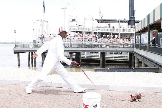 New Orleans, LA: Riverwalk