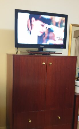 Old TV with few channels, no HD and advertised PayTV only had 2 channels with any reception