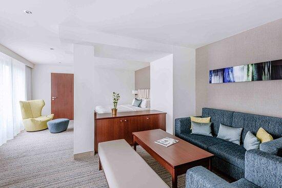 One-Bedroom Leo Suite