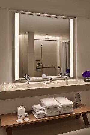 Superior Suite – Accessible Bathroom