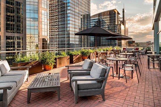 Club Lounge - Patio