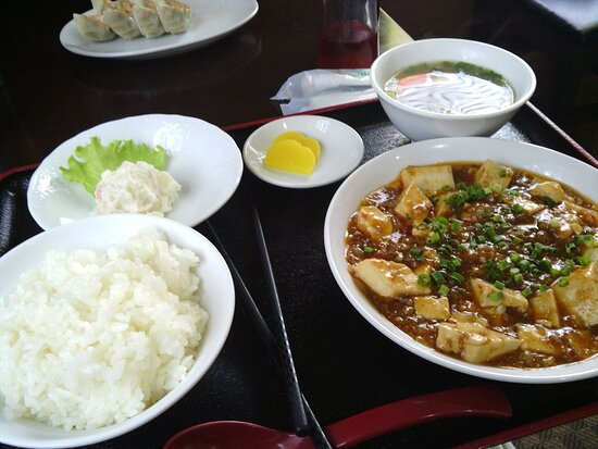 """昨年12月に訪れた、中華料理の「なごみ亭」、美味しかったので、再び訪れました。写真は「麻婆豆腐定食」800円です。麻婆豆腐は甘さと辛さの加減が絶妙で美味しかったです。🐼 """"Nagomitei (Nagomi restaurant)"""" is a small but very delicious Chinese restaurant in Nagomi Town, Kumamoto Prefecture. I visited there last December and it was nice, so I went to eat again. The photo is """"Mapo tofu set meal"""" for 800 yen. It was delicious with exquisite sweetness and spiciness."""